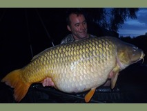 Andy with Amber swim 11 - 57lb 8oz common lake record - June 2014