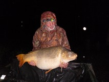 Roger with Amber the Common - 54 lb swim 11 Prf boilie - May 2015